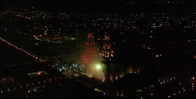 Por instrucción del Presidente de Morelia, Raúl Morón Orozco, se decidió lucir el espectáculo de luces en el marco de los festejos por el Día de la Independencia de México, que acompañado por fuegos artificiales, demostró la elegancia y majestuosidad del emblemático monumento