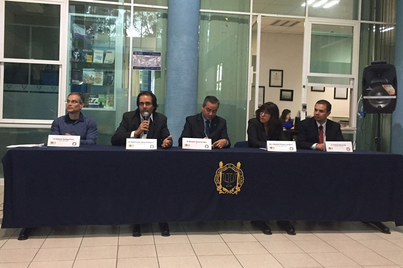 De manera formal, el grupo evaluador de los CIEES fue recibido por el director de la Facultad de Psicología, Raúl Ernesto García Rodríguez