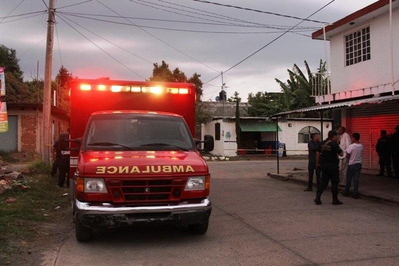 Aparentemente cuando ya se disponían a regresar a su base, los paramédicos de Protección Civil Municipal, fueron abordados por seis hombres y una mujer, que tras amagarlos les quitaron los radios de comunicación, los botiquines y varias cosas de la unidad médica