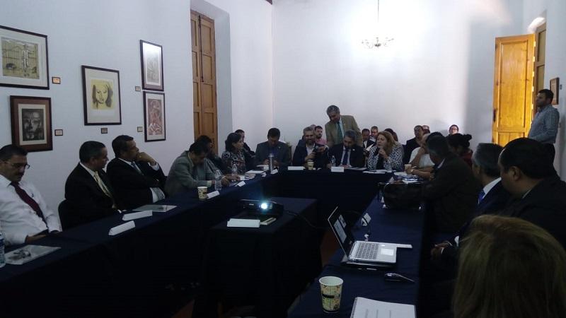 Después de agradecer el respaldo de Alfredo Ramírez Bedolla, y el acompañamiento de la bancada de Morena, el rector Medardo Serna explicó que la UMSNH ha sufrido un recorte paulatino del recurso estatal que reciben