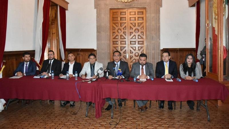 López Solís aseguró que tanto Francisco Cedillo y su suplente, Azael Toledo Rangel, decidieron libremente integrarse a la bancada perredista, por lo que ambos tienen los mismos derechos que los otros diputados que ingresaron desde un principio como candidatos del PRD