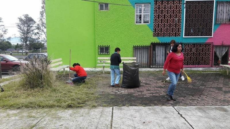 Con apoyo de integrantes del Comité de Vigilancia Vecinal (Comvive), se barrieron y limpiaron áreas verdes, retiraron desperdicios y embellecieron áreas verdes