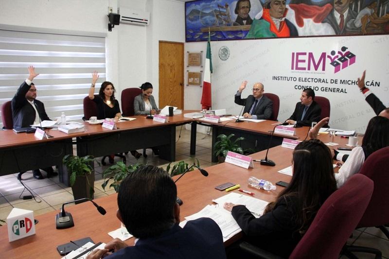 El consejero presidente expuso que a partir de la reforma legislativa que se aplicó a los artículos 46 y 47 al Código Electoral del Estado de Michoacán, se determinó que la selección del titular de Contraloría debe ser realizada por el Congreso del Estado