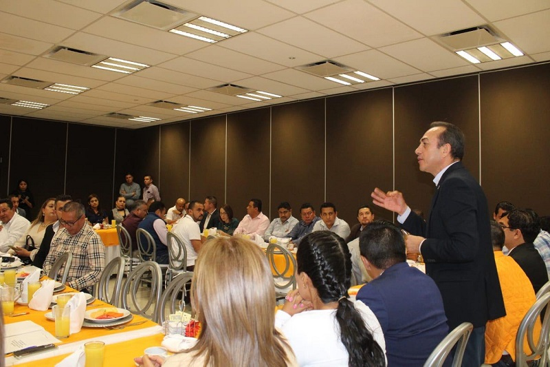 Durante la reunión, el dirigente consensó entre los alcaldes, una propuesta incluyente, bajo la paridad de género