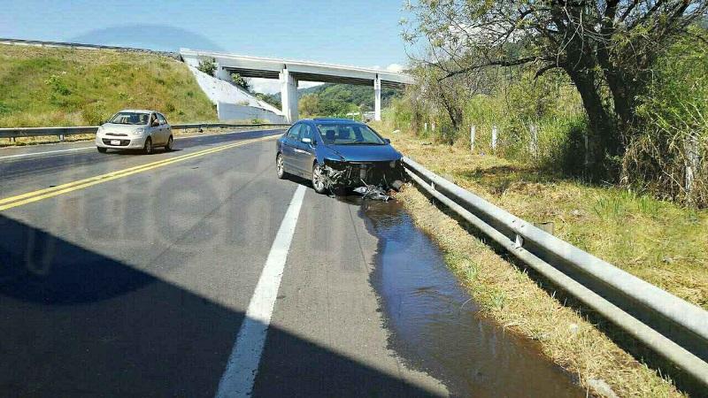 El incidente ocurrió minutos antes del mediodía de este domingo cuando por dicha autopista circulaba un vehículo Honda tipo Civic, de color azul con placas de circulación MDP-7989