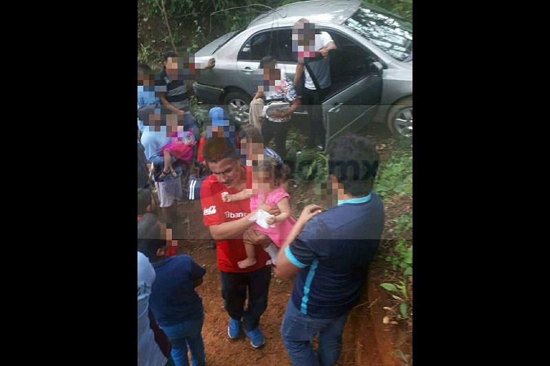 """Los lesionados fueron identificados como María Julia """"X"""" de 33 años, Jorge """"X"""" de 30 años y la menor Julissa """"X"""" de un año de edad, haciéndose cargo del peritaje autoridades correspondientes"""