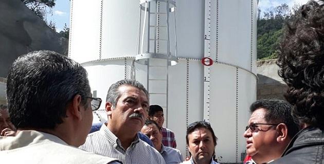 Cuando Raúl Morón andaba en campaña le entregaron un escrito mediante el cual le dijeron por qué la obra no se debe recibir por el gobierno municipal entre otros cuestionamientos que no iban al caso