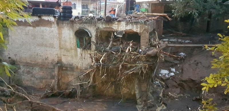 """El fenómeno provocó que se desbordaran el """"Río Cutio"""", como es conociendo en el """"Barrio Negro"""", así como la Presa """"El Paratasco"""""""