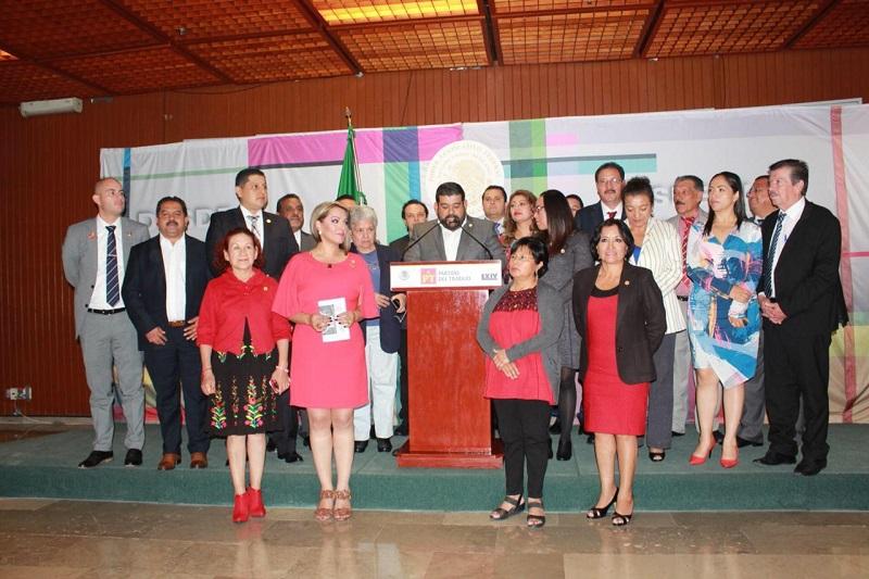 De igual forma, los legisladores exhortaron al gobierno de Michoacán, para que hagan suya la crisis producto de esta contingencia climatológica y faciliten la declaratoria de zona de desastre, a fin de que la población afectada sea asistida de manera oportuna e inmediata