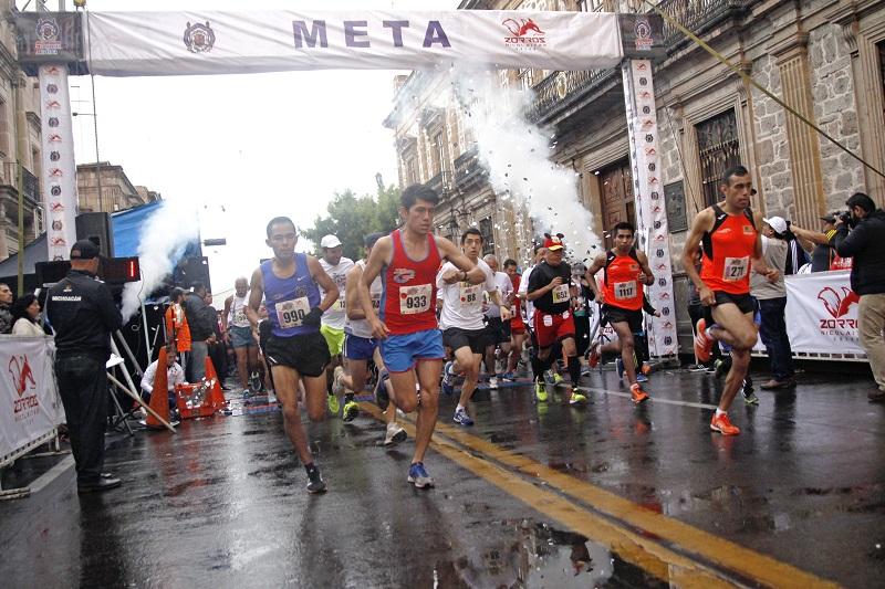 Mil 700 corredores registrados, corrieron por la UMSNH inmersos en un ambiente festivo y familiar