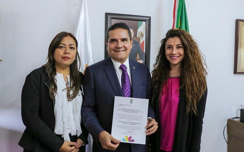 A nombre del gobernador de Michoacán, el secretario de Gobierno, Pascual Sigala, entregó los nombramientos