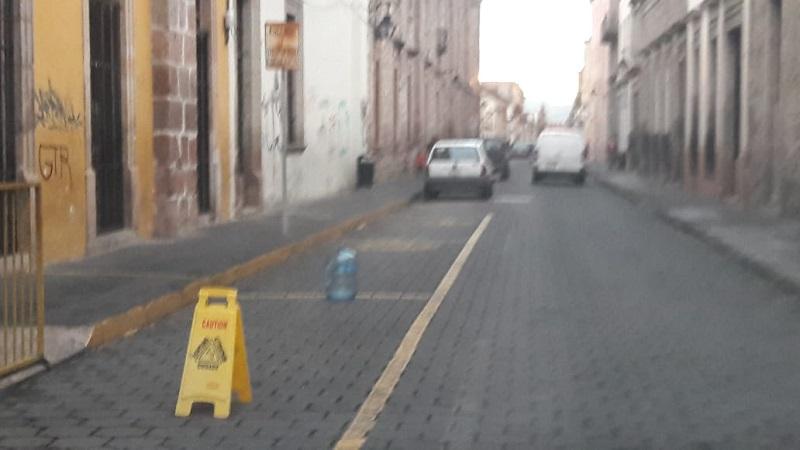 Ciudadanos exigen que el Ayuntamiento de Morelia aplique reglamento para recoger obstáculos en la vía pública