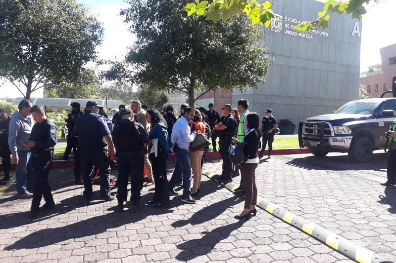 Personal de la SEDENA, la Policía Michoacán y la Policía de Morelia, con el apoyo de binomios caninos, se trasladó a la UNAM Campus Morelia, a la UVAQ e instituciones de los alrededores sin localizar ningún explosivo