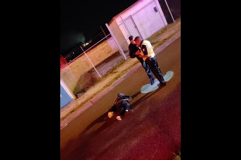 """Al lugar arribaron paramédicos los cuales confirmaron que la persona ya había fallecido debido a la múltiples lesiones que presentaba, siendo identificado como Carlos """"X"""" de aproximadamente 60 años"""