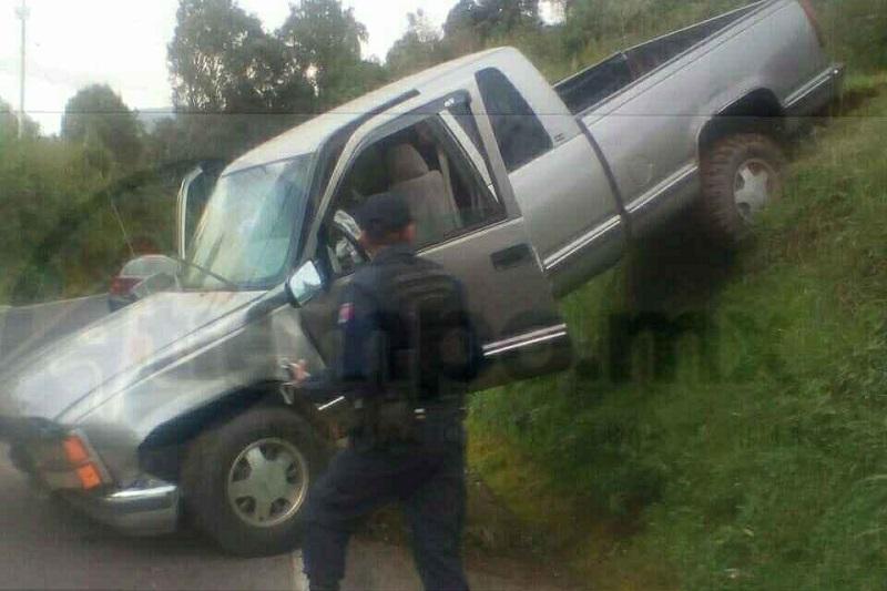 El conductor fue trasladado al Hospital Regional para recibir atenciones médicas, ya que presentaba lesiones en diferentes partes del cuerpo