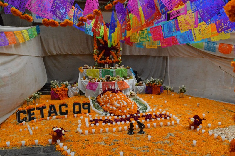 En este contexto, Claudio Méndez Fernández, Secretario de Cultura en Michoacán, invitó a los habitantes, así como a paseantes y turistas a valorar, apreciar y a ser testigos de la tradición más representativa de la cultura mexicana
