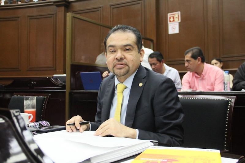 El diputado del PRD señaló que el oxígeno que se da a las finanzas estatales combate el proceso de regresión en el financiamiento del gasto educativo y el desconocimiento de diversos guiones presupuestales pactados