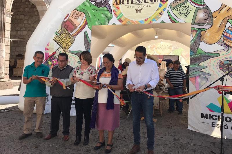 La directora general del IAM, María Emilia Reyes Oseguera, señaló que esta primer muestra navideña, tiene la finalidad de que el público en general pueda comprar de manera directa a los artesanos las piezas de esta temporada decembrina