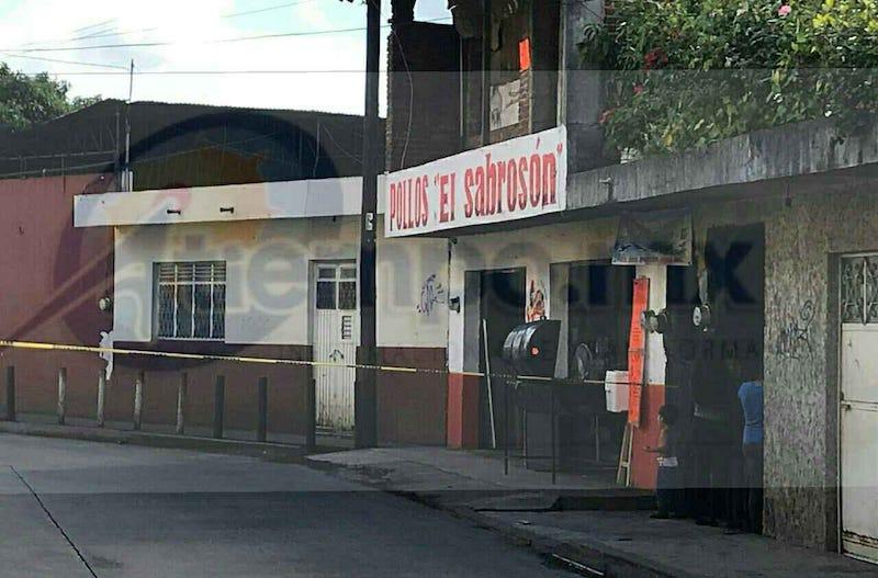 Los agresores escaparon mientras que al lugar arribaron paramédicos de Protección Civil Municipal, quienes trataron de auxiliarlo