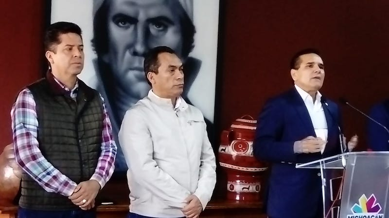 La decisión del gobernador Silvano Aureoles ha sido la correcta, ya que se mejorarán las condiciones laborales de los maestros, quienes podrán dedicarse de tiempo completo a sus actividades docentes, lo que beneficiará a los estudiantes: López Solís