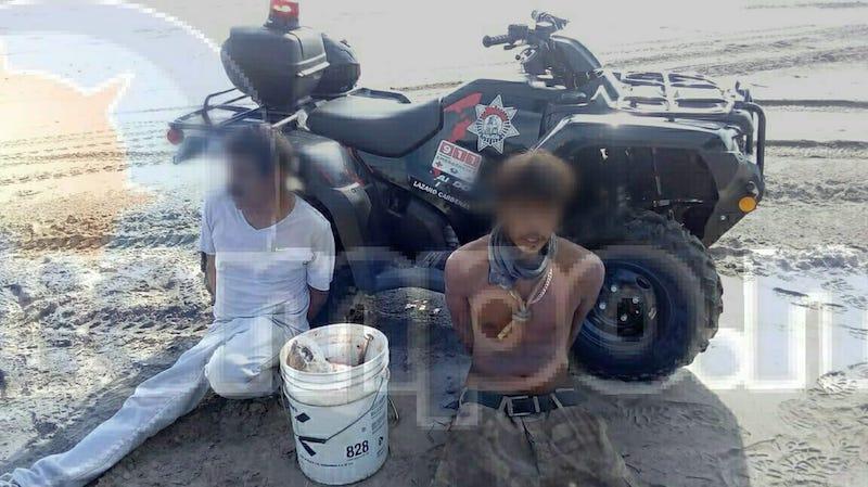 De inmediato fueron interceptados y al ver que se trataba de carne de la tortuga fueron detenidos y trasladados ante la Fiscalía de la PGR quienes definirán su situación legal en las próximas horas al tratarse de un delito del fuero federal