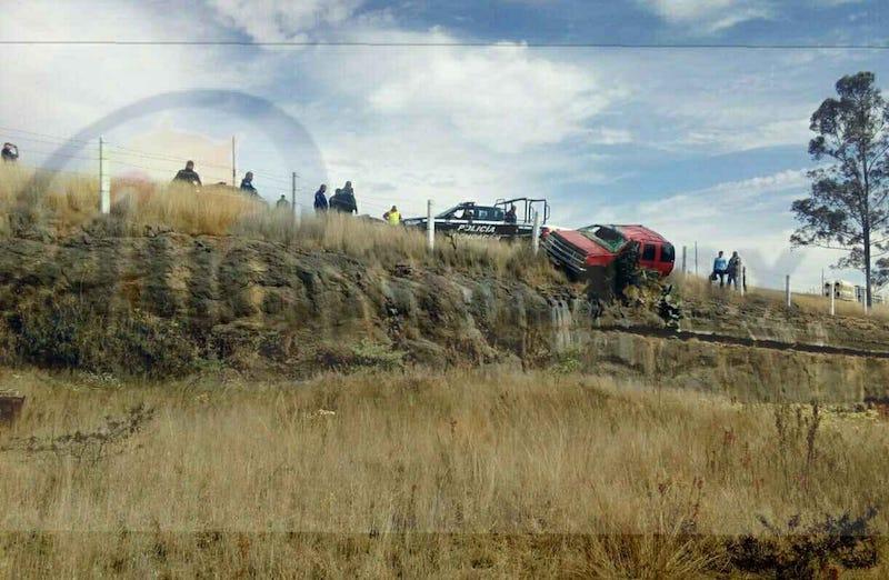Minutos antes del mediodía reportaron a los servicios de emergencia que sobre dicha carretera a la altura de la comunidad de Los Olivos se había registrado un accidente con lesionados