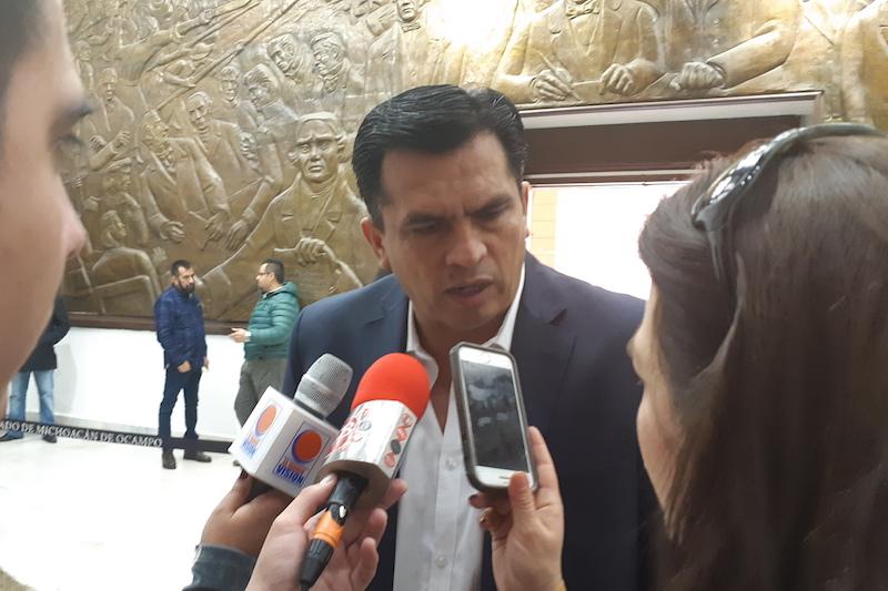 Javier Estrada rechazó pronunciarse a favor o en contra de las medidas propuestas por el Ejecutivo estatal, mientras no se revise en conjunto con la bancada del PAN y al interior de las comisiones