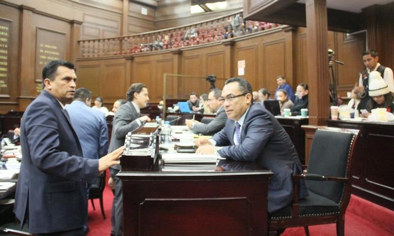 En el pleno, PRD, PAN, PRI, PVEM votaron a favor, mientras que Morena y PT votaron dividido