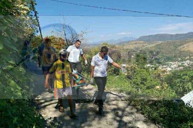 Al lugar acudieron elementos de la Policía Estatal y Municipales, así como paramédicos de la Cruz Roja, los cuales confirmaron la muerte de Juan Carlos M., de 47 años de edad