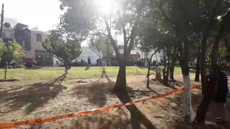 El lugar ya se encuentra acordonado por elementos de la Policía Michoacán, la Policía de Morelia y el Ejército Mexicano, mientras agentes de la UEEC de la PGJE realizan las diligencias correspondientes (FOTO: FACEBOOK)