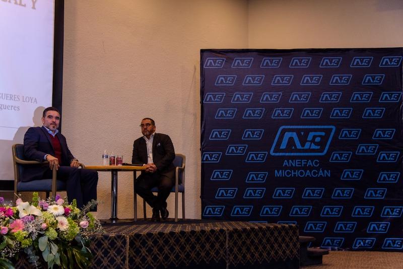 Durante aproximadamente cuatro horas, el ponente Carlos Orozco Felgueres, habló acerca de la Ley de Ingresos de la Federación y las principales reformas que presentó el Ejecutivo Federal