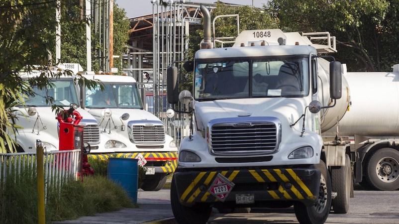 Las pipas tienen capacidades de transporte de 30 mil, 31 mil 500, 40 mil y 60 mil litros, de acuerdo con la presentación hecha por Raquel Buenrostro