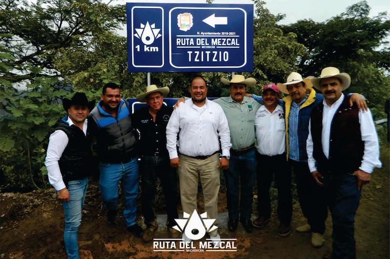 Ayala Téllez consideró que a través de estas dependencias estatales y privilegiando el trabajo en conjunto, se podría promover y potencializar el concepto de la Ruta del Mezcal Michoacano