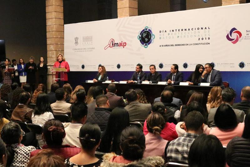 Durante su intervención en el evento, Valencia Vargas presentó las acciones que desde el Ejecutivo se han instrumentado en el derecho a la protección de datos personales