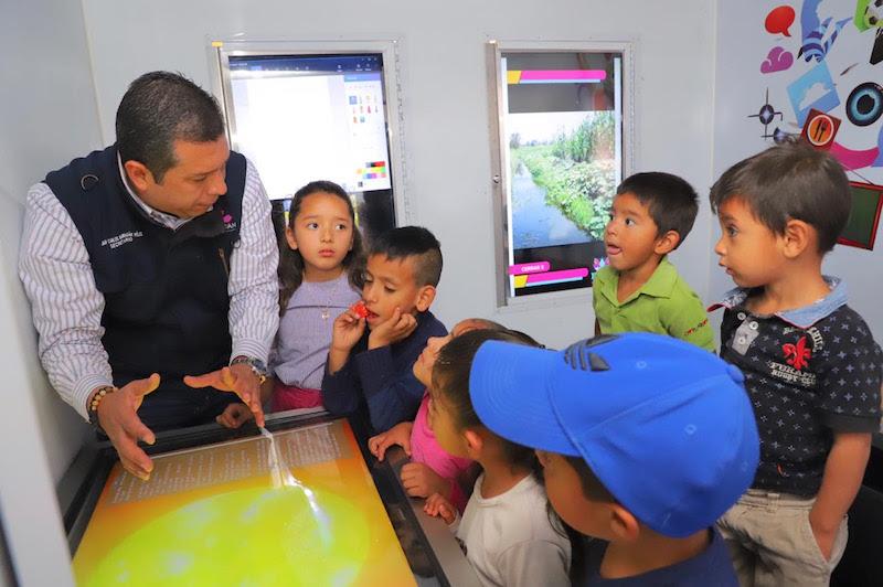 Presentó exposiciones enfocadas al desarrollo humano, cultural y del medio ambiente, a las y los michoacanos