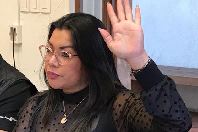 La legisladora petista afirmó que, bajo esta premisa, dichos recursos no deberían quedar condicionados ni entregados a cuentagotas a los docentes