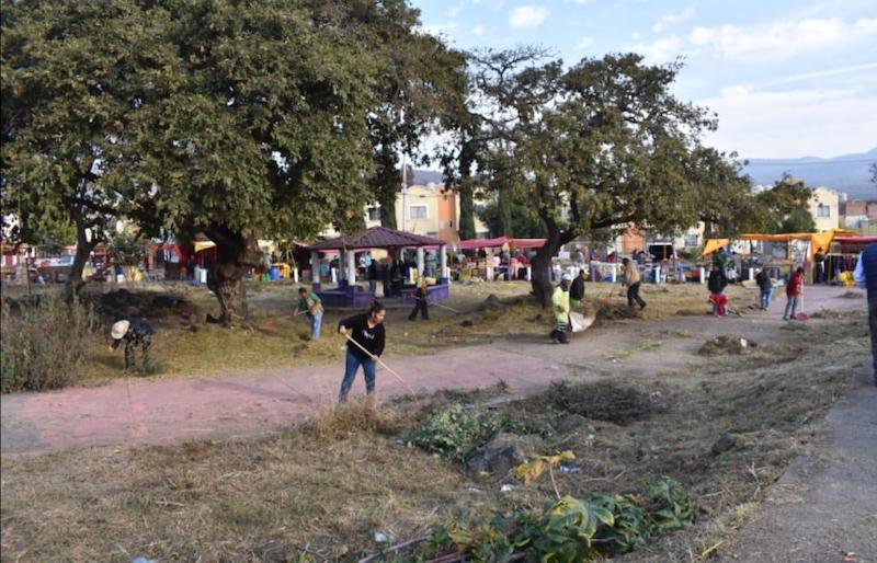Realizan tareas de limpieza y rescate de espacios públicos