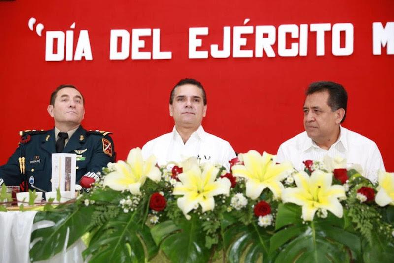 Aureoles Conejo celebra la entrega y arrojo de hombres y mujeres el marco del Día del Ejército Mexicano