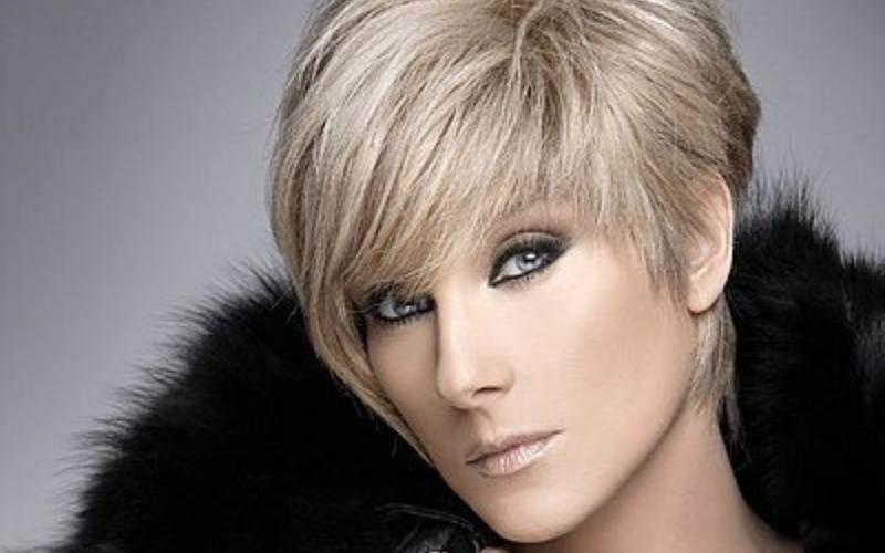Bach nació en Argentina el 9 de mayo de 1959 y se mudó a México con la intención de convertirse en actriz. Su carrera fue impulsada por el productor Ernesto Alonso.