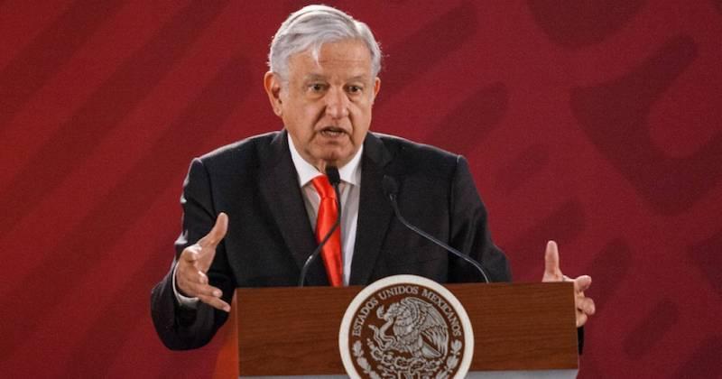 López Obrador dijo que no alteraría los equilibrios macroeconómicos ni gastaría de más ni endeudaría al país, por lo que se comprometió a un manejo responsable de las finanzas públicas