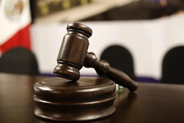 Ambos, fueron detenidos en el mes de febrero pasado y vinculados a proceso, resolutivo que fue confirmado luego de que la defensa presentó el recurso de apelación y en segunda instancia se ordenara la reposición de la audiencia inicial