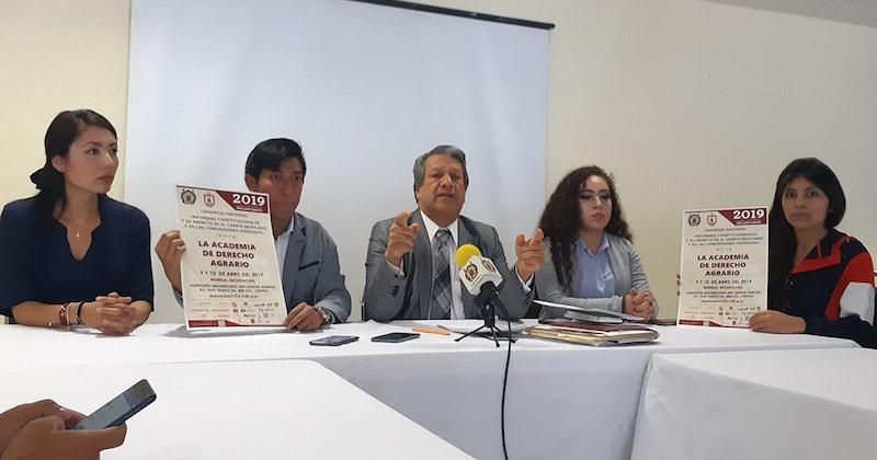 Peña Díaz llamó al gobierno federal de AMLO a reconsiderar la política de cancelar programas de apoyo para el campo y de entrega directa de dinero, porque por el momento la gente se siente contenta, pero no se están resolviendo ni atacando de fondo los problemas del sector