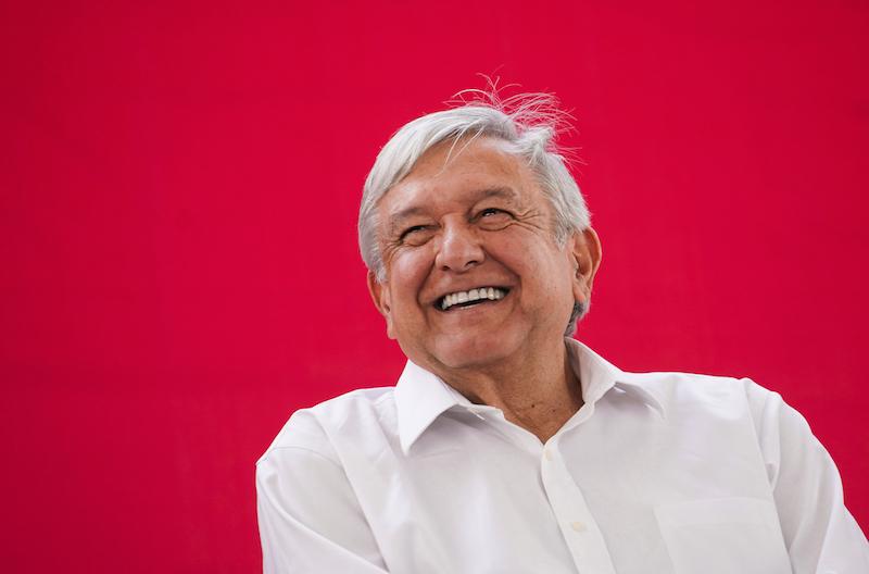 López Obrador afirmó que será el gobierno federal ––y no el estatal–– el que asuma la nómina de los maestros de Michoacán, a fin de asegurar una correcta administración de los recursos y que no existan docentes 'aviadores'López Obrador afirmó que será el gobierno federal ––y no el estatal–– el que asuma la nómina de los maestros de Michoacán, a fin de asegurar una correcta administración de los recursos y que no existan docentes 'aviadores'