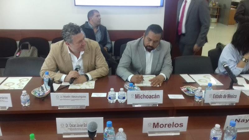 Ante la Conago, José Luis Montañez, director general del ICTI, comentó algunas de las propuestas que se presentaron, como el uso de tecnologías en el manejo cotidiano de la economía
