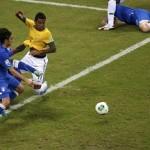 Los brasileños aprovecharon la lesión de Andrea Pirlo, que partió al cuadro italiano