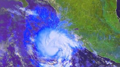 A las 13:00 horas de este lunes el fenómeno se ubico a 245 kilómetros de Manzanillo