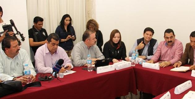La reunión extraordinaria de comisiones unidas se prolongó por más de 7 horas; diputados del PAN votaron contra el dictamen
