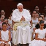 """""""Entre la indiferencia egoísta y la protesta violenta siempre hay una opción posible: El diálogo"""", señaló el Santo Padre"""