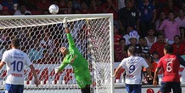 En el Puerto, el árbitro Miguel Ángel Flores regaló dos penales y dos expulsiones, ambos contra La Máquina y perdonó otro penal en contra de los Tiburones