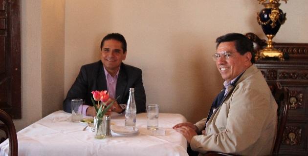 Durante su visita al estado, el diputado federal perredista también se reunió con alcaldes emanados del sol azteca, a fin de apoyar el desarrollo de los municipios para 2014